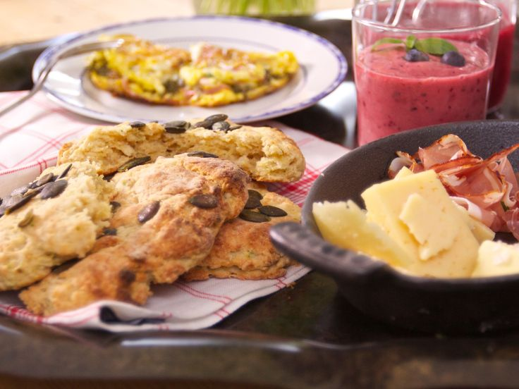 Kryddiga scones med zucchini och ingefära | Recept.nu