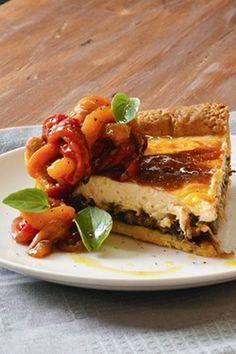 Τάρτα με κατσικίσιο τυρί, καραμελωμένα κρεμμύδια και ψητές πιπεριές