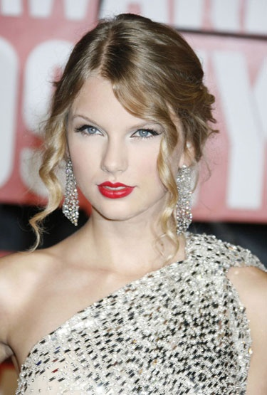 Taylor Swift's Beauty Transformation - 2009: Swift looks ultra glam with a red lip and cat-eye moment at the MTV Video Music Awards.