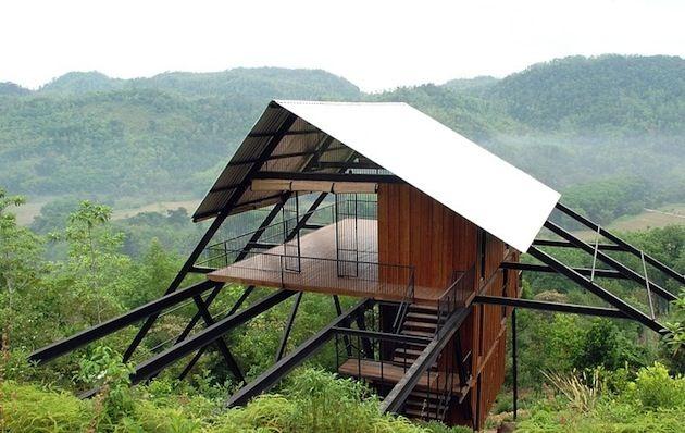 Sri Lanka Open Timber Bungalow on Stilts  Légère et ouverte cette résidence est située dans la jungle sri-lankaise. Une approche qui  respecte la nature et son l'environnement. Une réalisation de Narein Perera.
