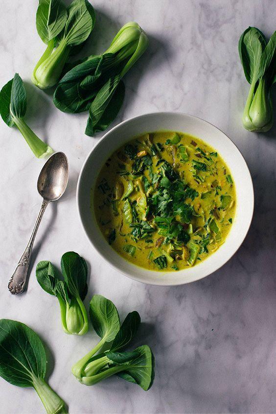 Groene curry met Pak Choy  gember kurkuma kokosmelk etc. Combineer het met witte rijst of met naan brood. Lees het recept op de blog
