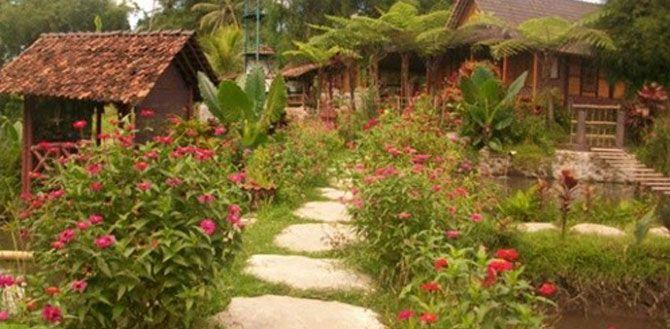 PURBALINGGA, (TubasMedia.Com) - Desa Karangbanjar Kecamatan Bojongsari Kabupaten Purbalingga, Jawa Tengah, meraih penghargaan dari Menteri Pariwisata dan Ekonomi Kreatif atas prestasinya masuk sepuluh besar desa wisata terbaik nasional.