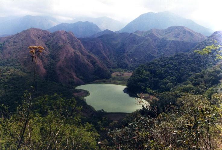 Laguna Escondido, Tucumán. Foto de Ernesto Fernández. Más info en www.facebook.com/viajaportupais