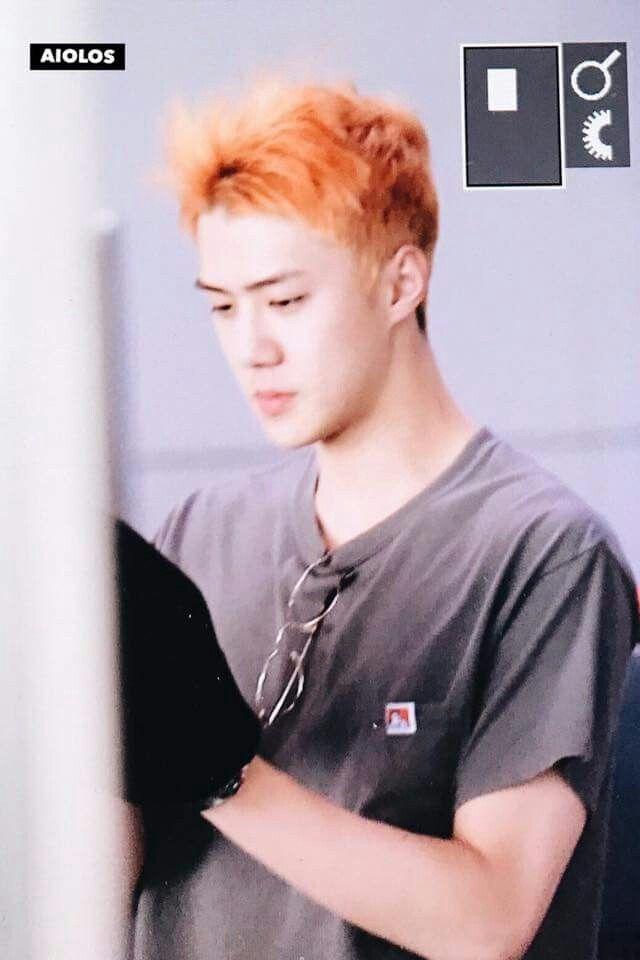 Exo 'nun geri dönüşü öncesi Sehun 'un yeni saç rengi. Portakal =)