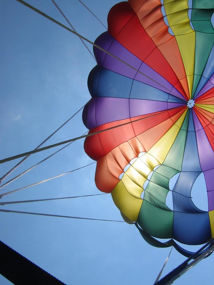 Zin in actie? Ga parasailen!  http://www.333travel.nl/hotel/malediven/fun-island-resort?productcode=H709