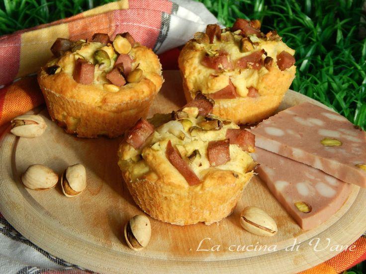 Muffin salati yogurt pistacchi e mortadella