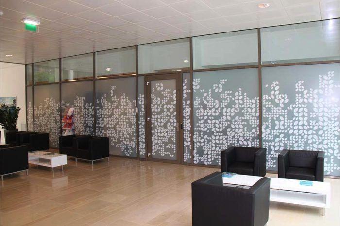 Raamdecoratie - Vorrum B.V. | Sign & Display - Kunststof ProductiesVorrum B.V. | Sign & Display – Kunststof Producties