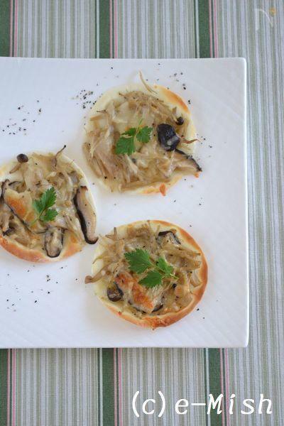 たっぷりきのこのヘルシーなピザ。  きのこのオイル漬けは、ペペロンチーノパスタなどにも使えるので常備菜に便利。