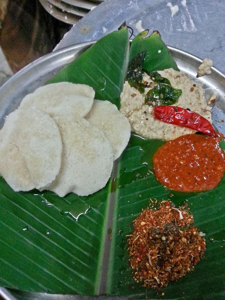 Idlis at Purna Tiffins