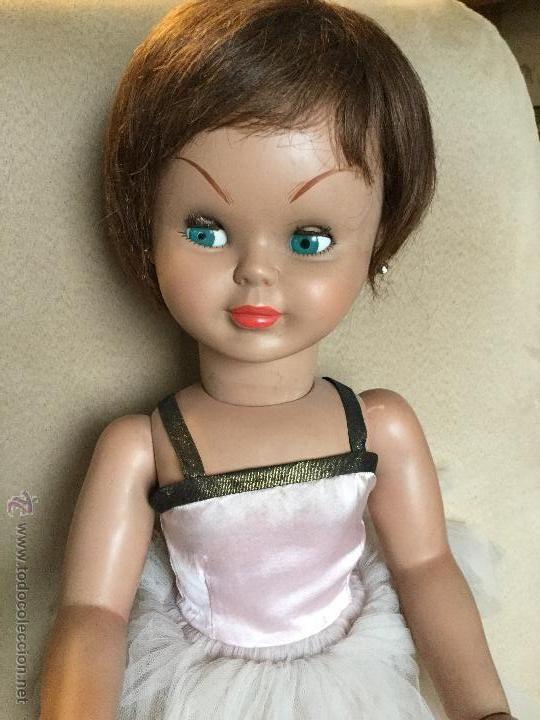 Muñeca Pierina primera generación, de Famosa.Portada libro Las muñecas de Famosa se dirigen