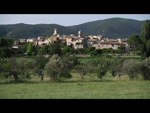 Lourmarin où vécut Albert CAMUS, un des plus beaux villages de France, dans le Vaucluse  où l'écrivain venait puiser son inspiration