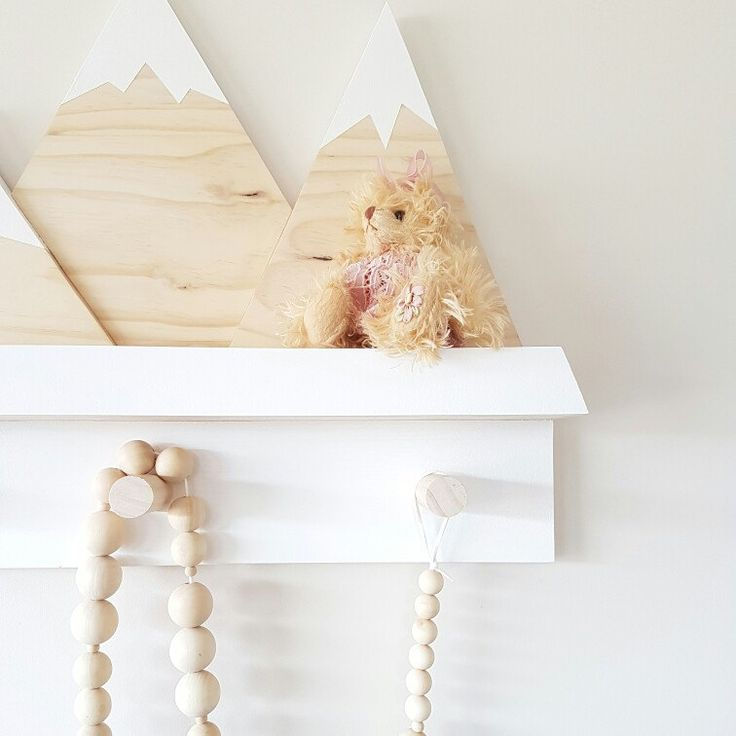 Add a sweet touch to your kids room or nursery with our Mountain Shelf Rack ☝ So handy to have extra hanging space, and somewhere to display the fave picture books..!