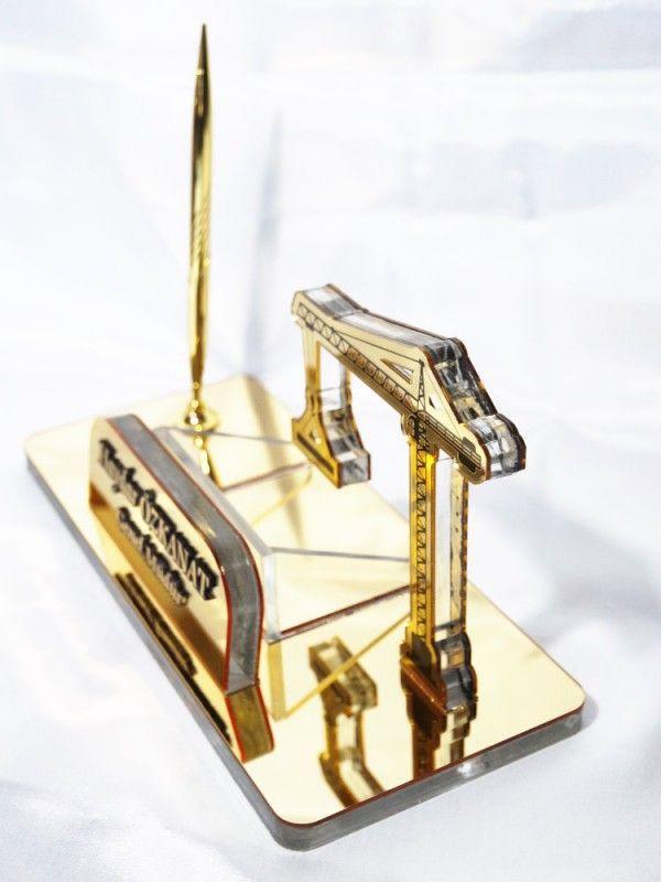 Mimara hediye   Vinç Masa İsimliği   Vinç şeklinde isimlik