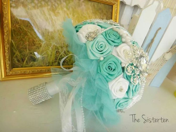 Hand bouquet by THE SISTERTEN