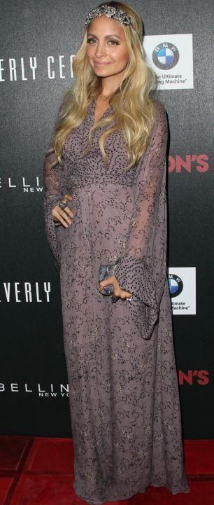nicole richies modest dress come 'abaya' on red carpet