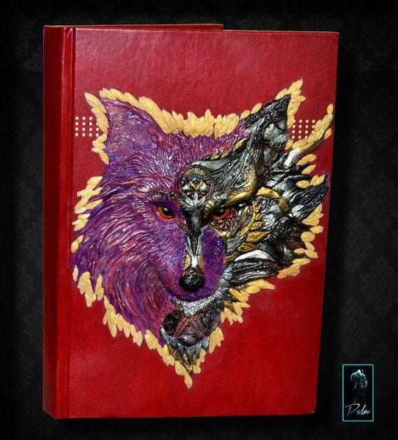 Original, schöne Polymer Ton Notebook Hülle mit Wolf mit einem Muster auf dem Gesicht. Lackiert und Epoxidharz. Größe A5 - (22cm x 130 cm / 8,6 x 5,1 Zoll) Wenn Sie irgendwelche Fragen haben. Bitte einfach Anfragen