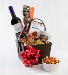 Canasta navideña de vino y chocolate http://azapregalos.com/ocasiones/regalos-de-navidad/canastas-navidenas