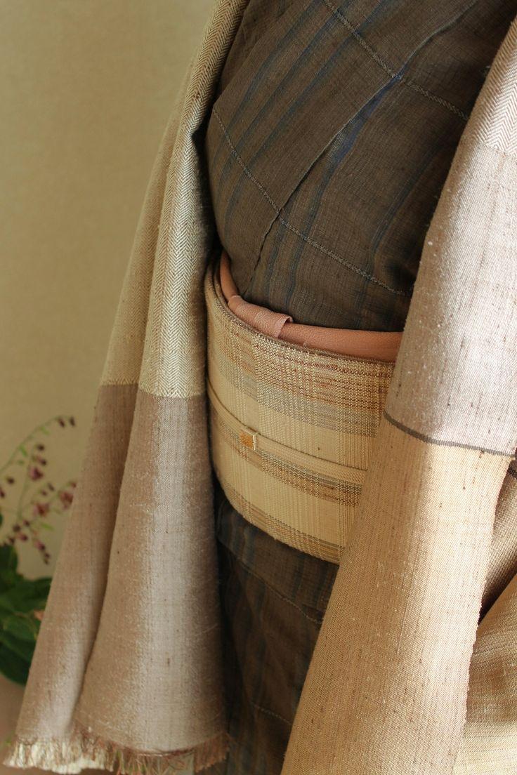 絣着物「雪が解ける」・帯「冬の訪れ」・紬綾織ショール・梨染帯揚紬の会を下記の通り行います。冬の装いに是非お役立ていただきたいと思います。ギリギリまで制作を続けますが、また近くなりましたら詳細をお知らせします。神楽坂のアートスペースKでの開催に続き、櫻工房でも行います。工房では紬を着ることに関してのご相談事やご注文にも対応いたします。若干出品内容も変わります。[中野みどり紬の会'16冬の装い]11.30[Wed]-12.4[Sun]10:30-17:00※最終日16:00までアートスペースK和室新宿区神楽坂2-112F着尺帯角帯ショールマフラー帯揚帯締ヘンプ肌着他*会期中お仕立代無料で承ります*櫻工房でも開催します12.9[Fri]-15[Thu]10:00-16:00詳細はこちらをご覧ください。新春の清らかな空...「中野みどり紬の会'16冬の装い」お知らせ