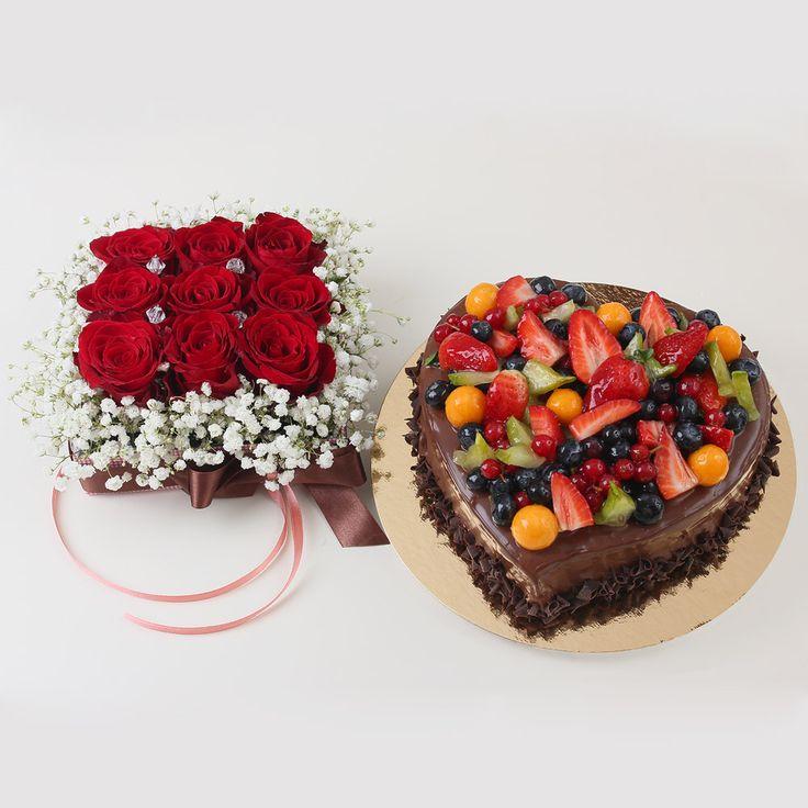 Daruiti femeii rafinate si romantice un rasfat dulce irezistibil, plin de frumusete si savoare, tortul Chocolate Berry in forma de inima, alaturi de o cutie cu 9 trandafiri proaspeti.  Ofera un cadou de senzatie femeii pe care o pretuiesti!   Pret unitar : 250 lei / BUC