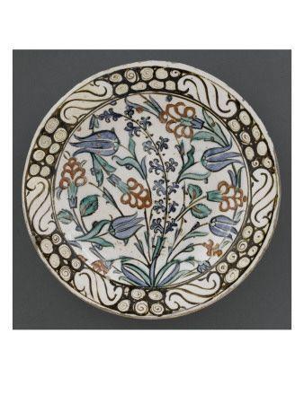 Plat à décor de jacinthes et tulipes bleues - Musée national de la Renaissance (Ecouen)