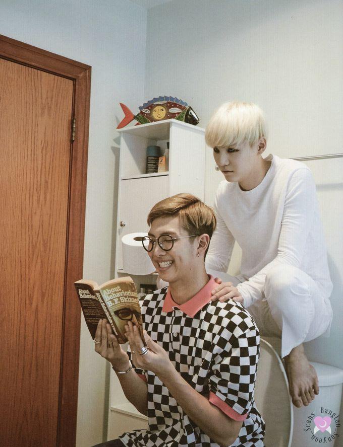 ~Lendo um livro com muita normalidade, o Namjoon nem percebeu que havia um fantasma lindo de matar atras dele ❤️