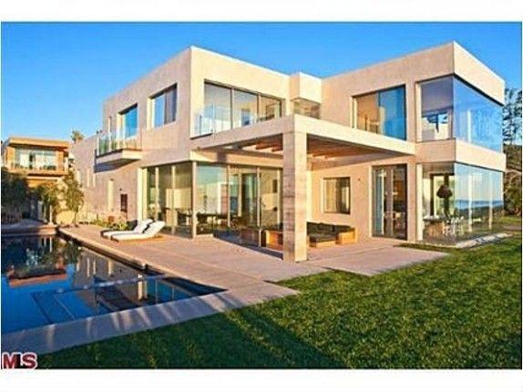 Amazing! Derek's Dream House