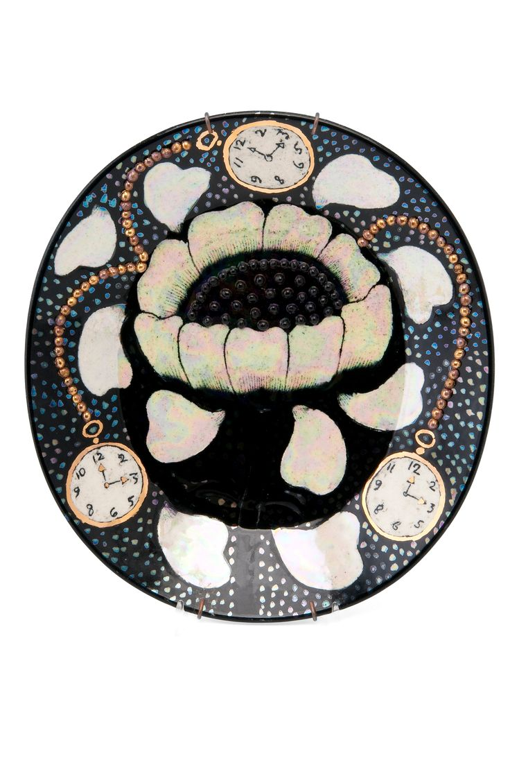 BIRGER KAIPIAINEN, A CERAMIC DISH. Signed Kaipiainen, Arabia. Decor with a flower and watches. Metallic glazing, ceramic pearls. Length 25,5 cm.