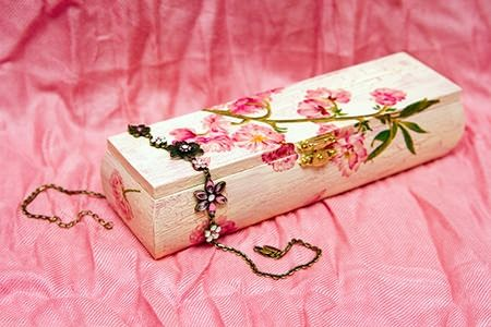 How to decoupage anything