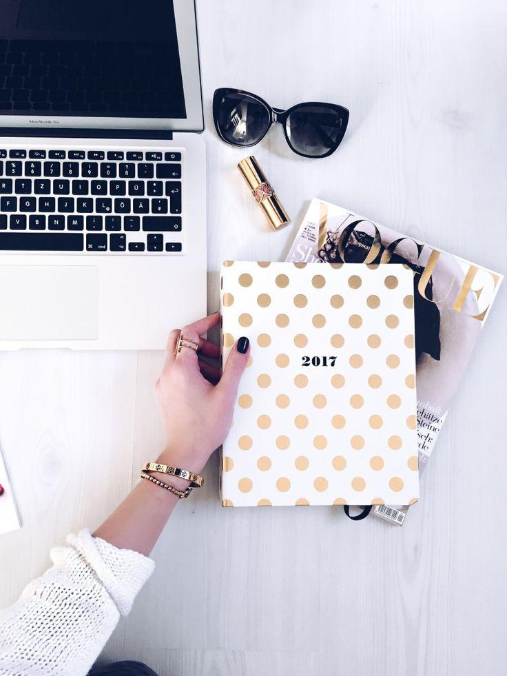 Der Instagram Algorithmus und wie du ihn glücklich machst Der Instagram Algorithmus und wie du ihn glücklich machst - Ein Artikel für alle, die Probleme mit dem Wachstum ihres Instagram Accounts haben! - Mehr Follower auf Instagram - Reichweite auf Instagram erhöhen -Mehr Engagement, Kommentare, Likes auf Instagram (Macbook, Donuts, Flatlay, Blog, Blogger, Planner, Vogue, Blogpost, Tipps, Blogger Guide, Fashion, Style, Lifestyle, Jewelry)