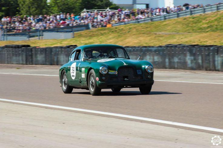 #Aston_Martin #DB2/4 sur la piste de #Dijon_Prenois au #GPAO Article original : http://newsdanciennes.com/2015/06/07/news-danciennes-au-grand-prix-de-lage-dor/ #Racecar #VintageCar #ClassicCar