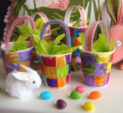 """cute little woven basket that would be great for a little gift, favors, or something to put by each place setting at Easter dinner. How cute would these be with your guest's names written on the handles? All it takes is 2 """"dixie"""" cups, and a few common craft materials."""