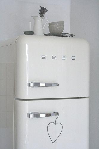 Frigoríficos de diseño retro estilo años 50 Fab de Smeg Electrodomésticos Smeg de venta en Sánchez Plá. http://www.sanchezpla.es/frigorificos-mini-neveras-y-combinados-fab-de-smeg/