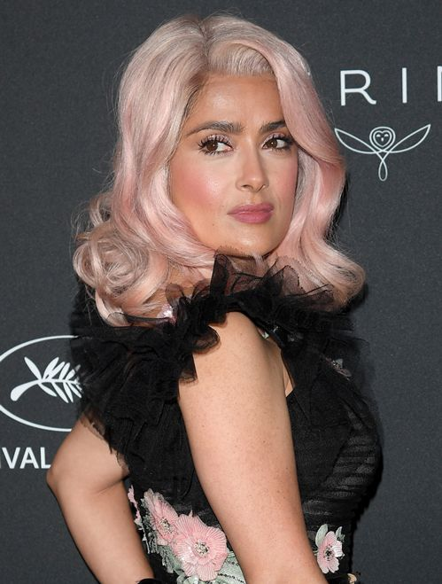 Spotted at Cannes: Salma Hayek's pink hair | Vogue Paris