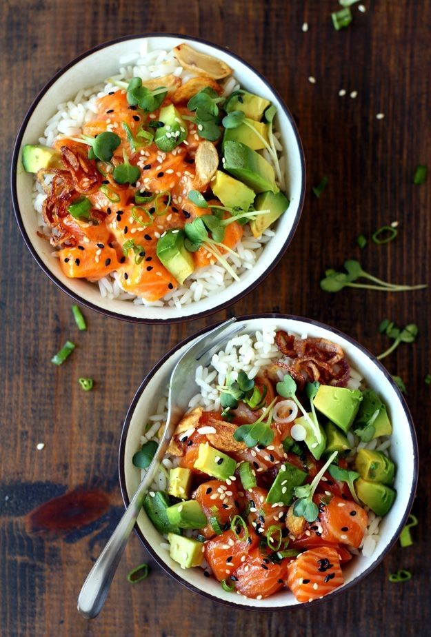 Hawaiian Ahi Poke Bowl with salmon and avocado. Recipe » www.tasteoftravel…