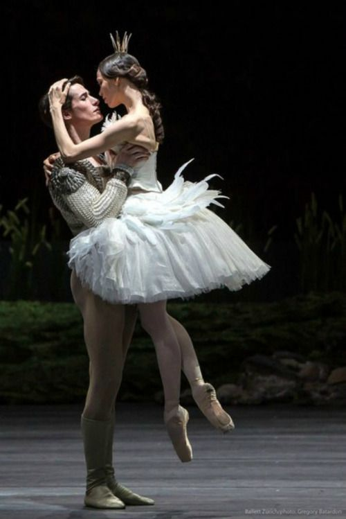 lordbyron44:  Dancers Alex Jones and Vika Kapitonova - Ballett Zürich -  Swan Lake - Photo Gregory Batardon