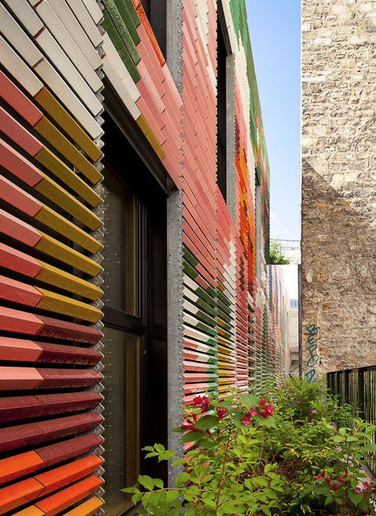 Kindergarten in Paris | Colouful slatted louvres