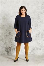 0b96dff6 Gozzip marineblå kjole sennepsgule detaljer | Gozzip | Store ...