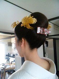 今年も沢山の花嫁様をお支度させて頂きました。洋髪、かつら、で和装も多いですが新日本髪をご希望のご新婦様も大変多かったです。かつらよりも自然で、重くも痛くもなく仕上がりが可愛いというのが、人気の原因ですね!「ご自分に似合うか心配」というご新婦