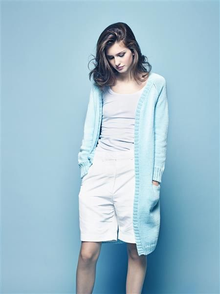"Vol 4: Design 6 ""Marita"" lang jakke med lommer og raglan #LeilaHafzi #SandnesGarn"