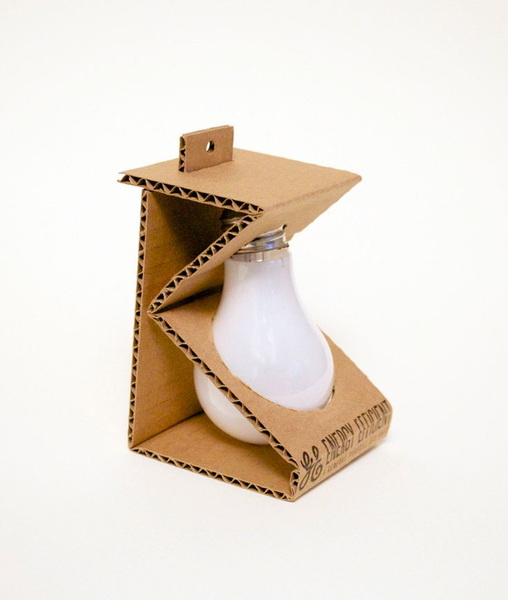 Экологически чистый дизайн упаковки изгофрокартона дляэнергоэффективных лампочек GE «Дженерал электрик», автор— дизайнер Esther Li.  Упаковка состоит изодной полоски картона, который подлежит вторичной переработке, она обеспечивает защиту, вто же время упаковка нескрывает отглаз покупателя самой лампочки.  http://am.antech.ru/TMI8