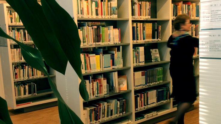 Laurea-kirjasto tempaisee ja osallistuu Suomi 100 -juhlavuoteen tanssihaasteella. Haastamme tällä videolla Suomen muut amk-kirjastot ja Laurean toimijat. Let´s dance! Koko Suomi tanssii -kampanjaa koordinoi Tanssin tiedotuskeskus. #tanssihaaste #suomitanssii #laureakirjasto #suomi100