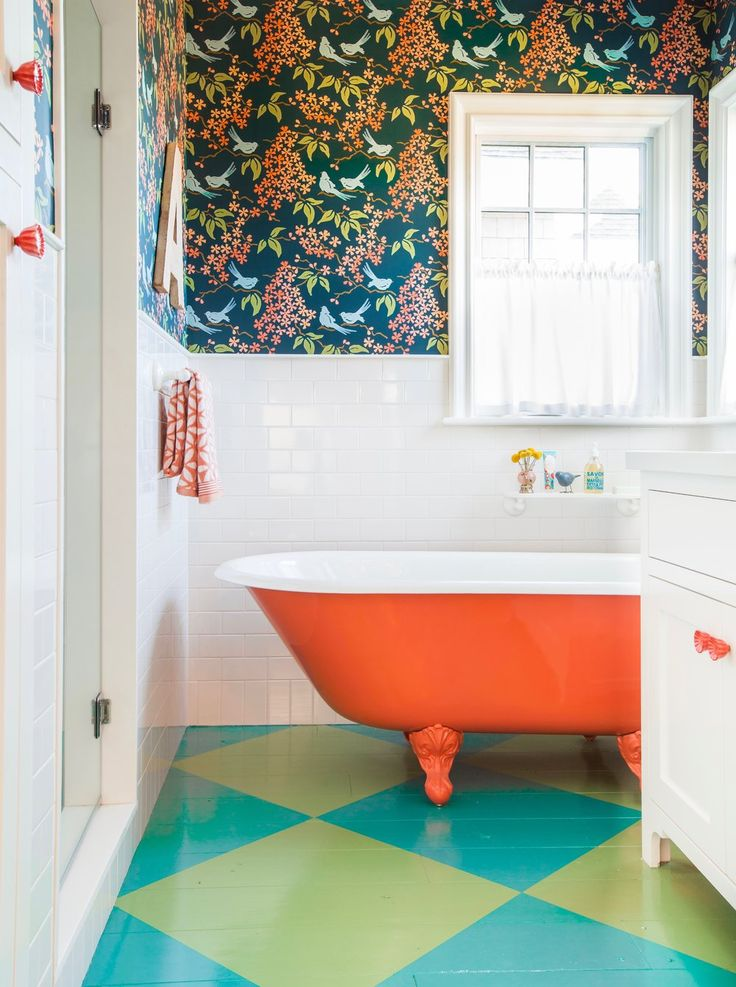 Move over turquoise, might as well call this one House of Color! The bright and cheery Los Angeles home was designed by none other than Alison Kandler, one of my favorite interior designers, and wa…
