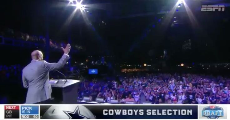 SO DISRESPECTFUL! I could hardly hear any of the picks from all the boos! I'm glad I didnt go! Former Cowboy Drew Pearson Trolls Entire Eagles Fanbase During 2nd Round Pick Announcement