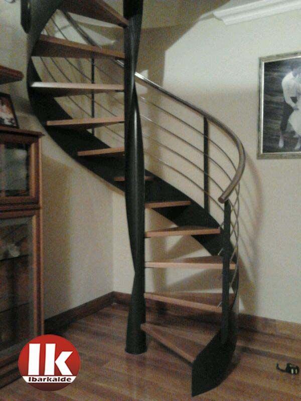 Escalera de caracol con estructura met lica y pelda os de - Escalera de caracol prefabricada ...