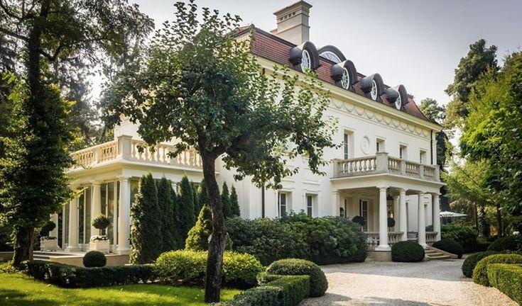 Duża rezydencja w klasycznym stylu - Architektura, wnętrza, technologia, design - HomeSquare