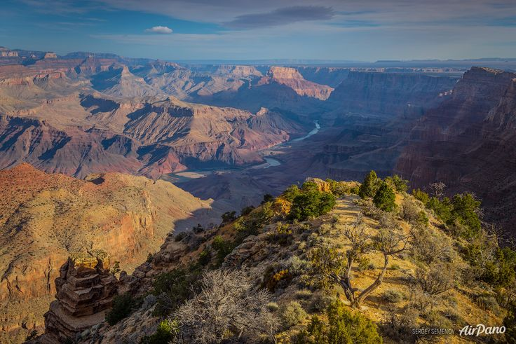 Colorado - The deepest canyon in the world is one of the most famous US tourist attractions. And it's respectively called the Grand Canyon of Colorado Plateau: