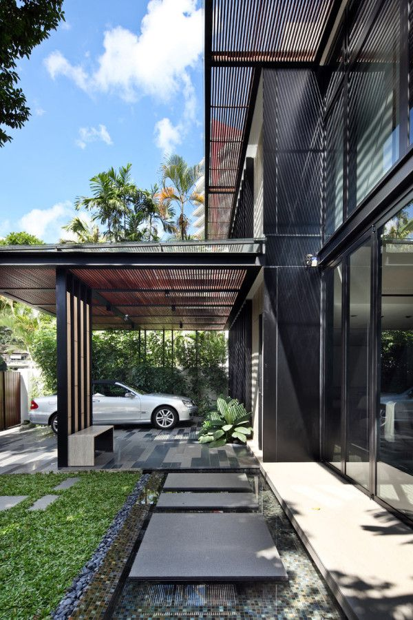 The One Tree Hill house in Singapore combines the best of indoor and outdoor living with lush gardens and glass doors that open up to the green exterior.