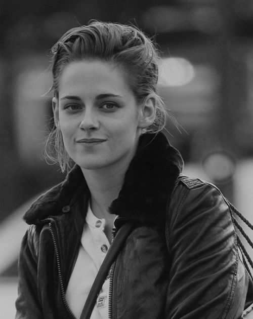 Tumblr Kristen on set in Paris