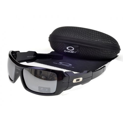 Oakley Vault online. Our Oakley Vault online page offers you useful information about this brand, which thus far you perhaps weren't able to find. You will learn about the Oakley Vault stores, their opening hours and you will even find here maps to the nearest stores.