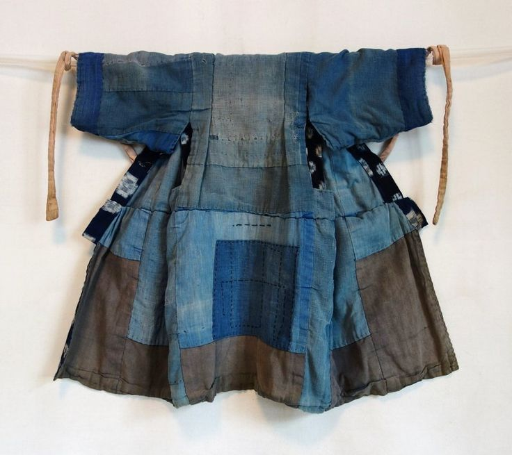 I could make this from my white denim jacket. This shows how easy it would be to make a jacket like this. One that is fitted to the natural waist and then pleated all around would be amazing